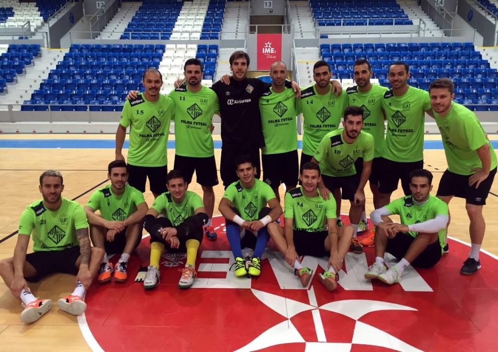 La plantilla del Palma Futsal posa en Son Moix (Copiar)
