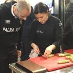 Vadillo y Vicky Pulgarín elaboran la tapa del Palma Futsal (1)