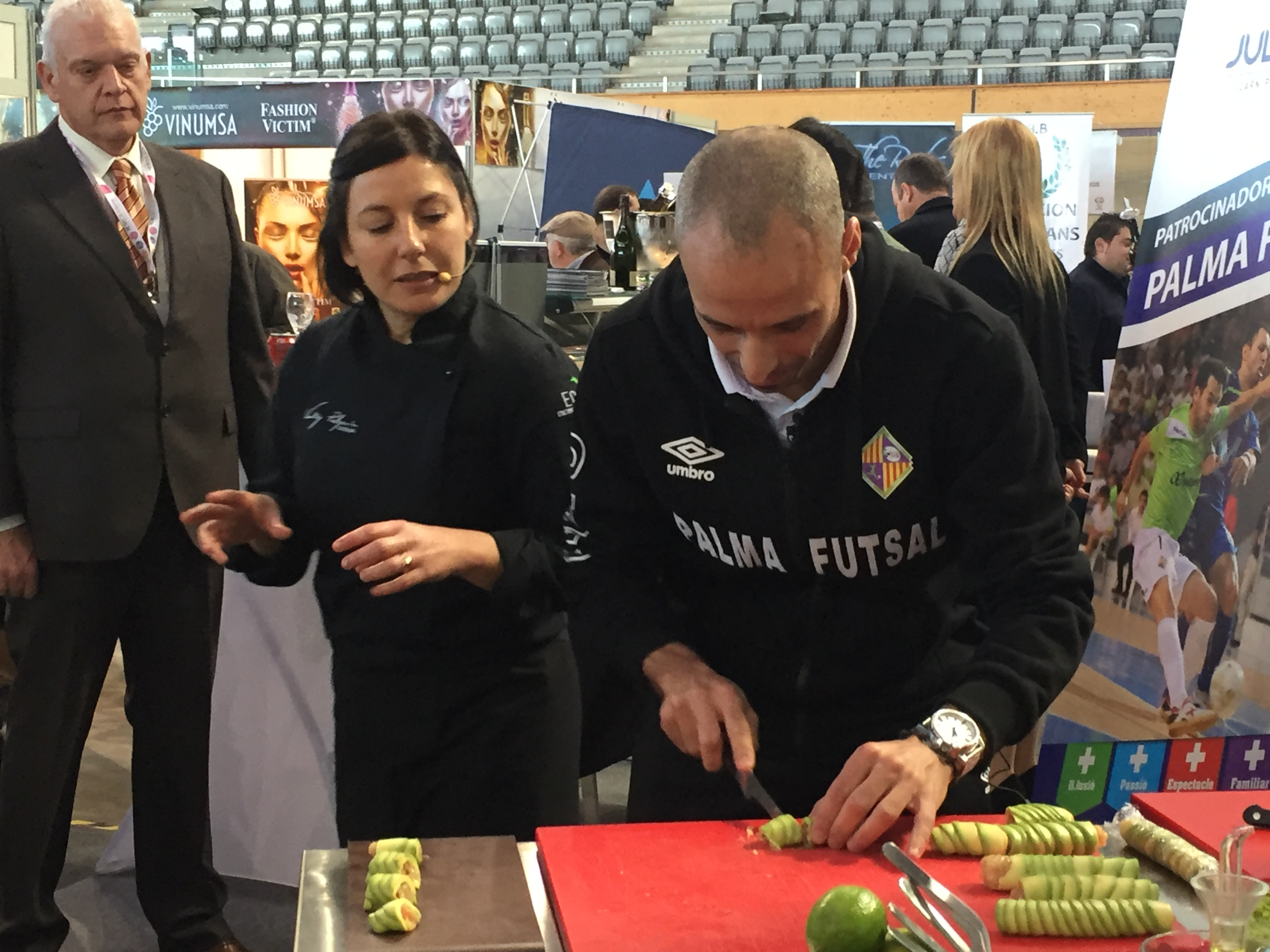 Vadillo y Vicky Pulgarín elaboran la tapa del Palma Futsal (3)