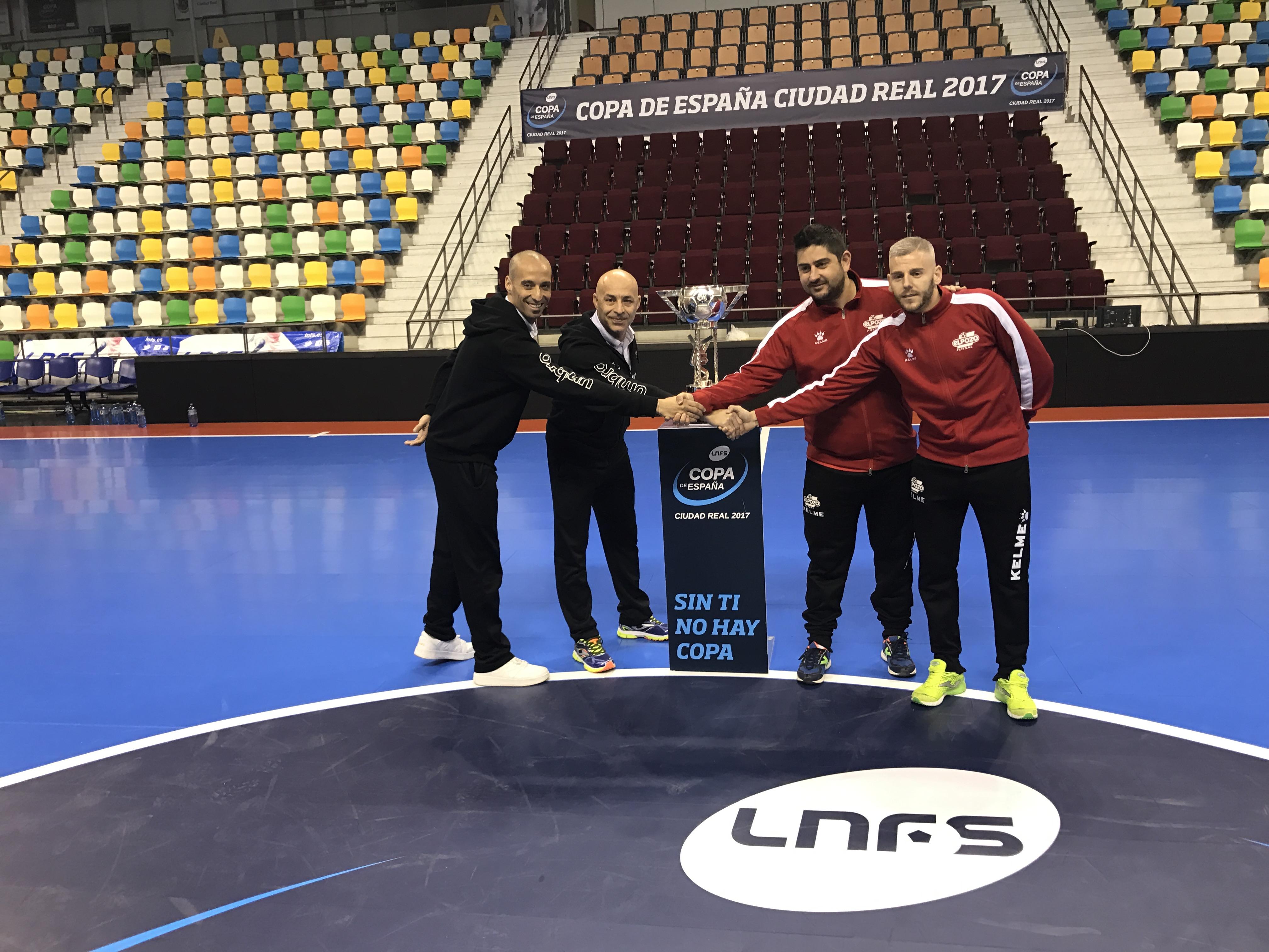 Vadillo, Juanito, Josan González y Miguelín, con el trofeo 1