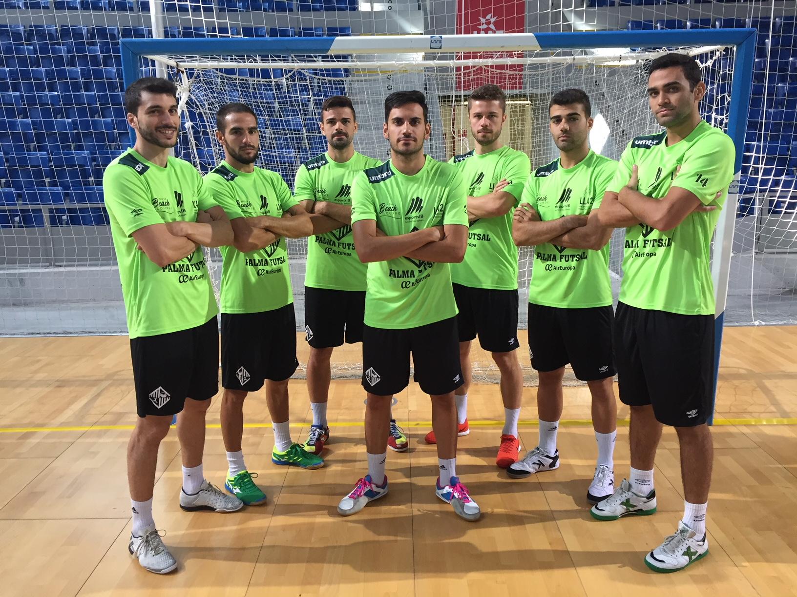 Varios jugadores del Palma Futsal posan en Son Moix 1