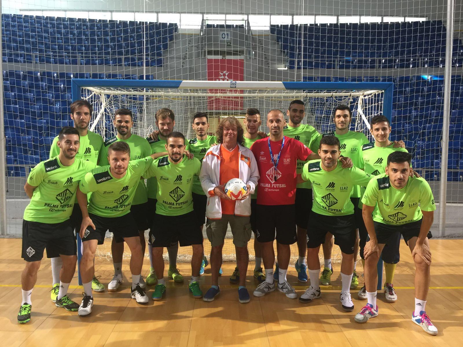 El Palma Futsal posa con Jan Ahlberg, entrenador sueco 1