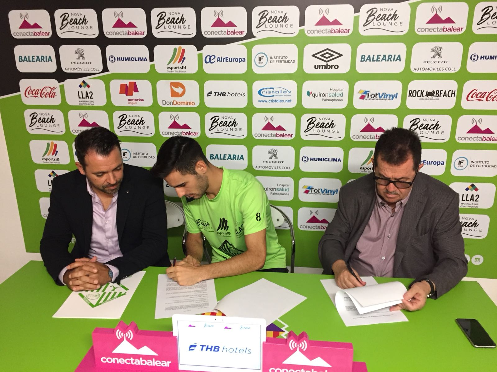 Eloy Rojas y Miquel Jaume sellan el acuerdo 1