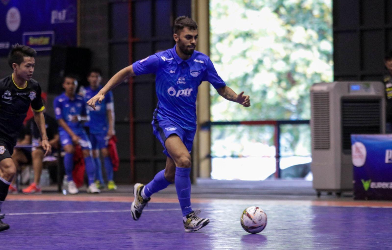 Diego Nunes en el Chonburi Bluewave tailandés 2