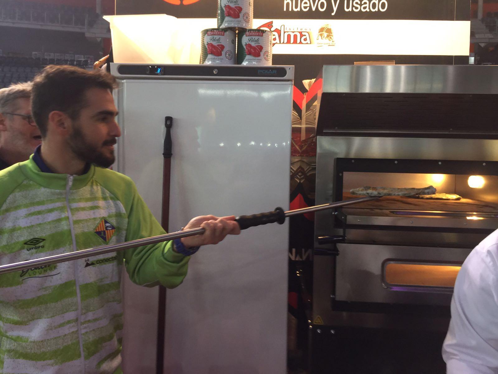 Chicho cocinó la pizza Palma Futsal 2