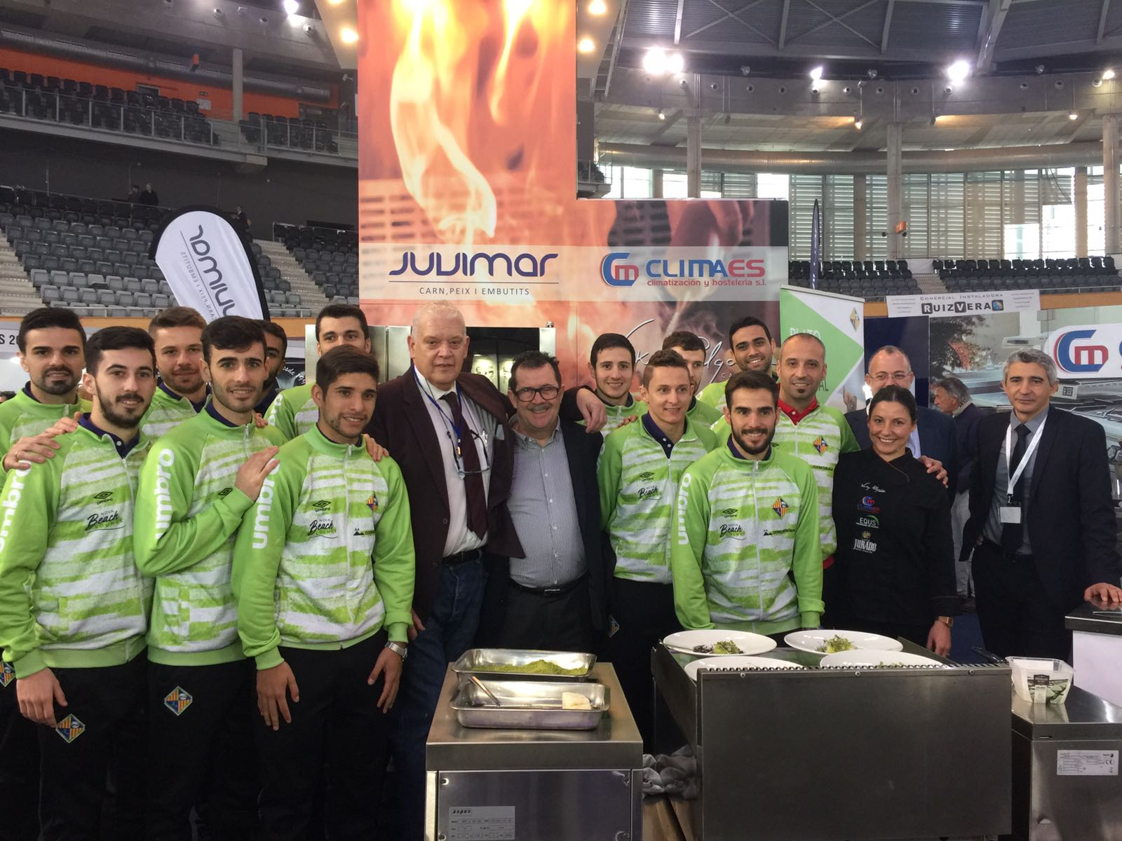 La plantilla del Palma Futsal estrenó su tapa en el stand de Juvimar 2