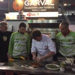 Vadillo y Chicho ayudaron a elaborar la pizza del Palma Futsal