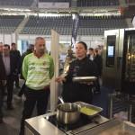 Vicky Pulgarín cocina la tapa Palma Futsal
