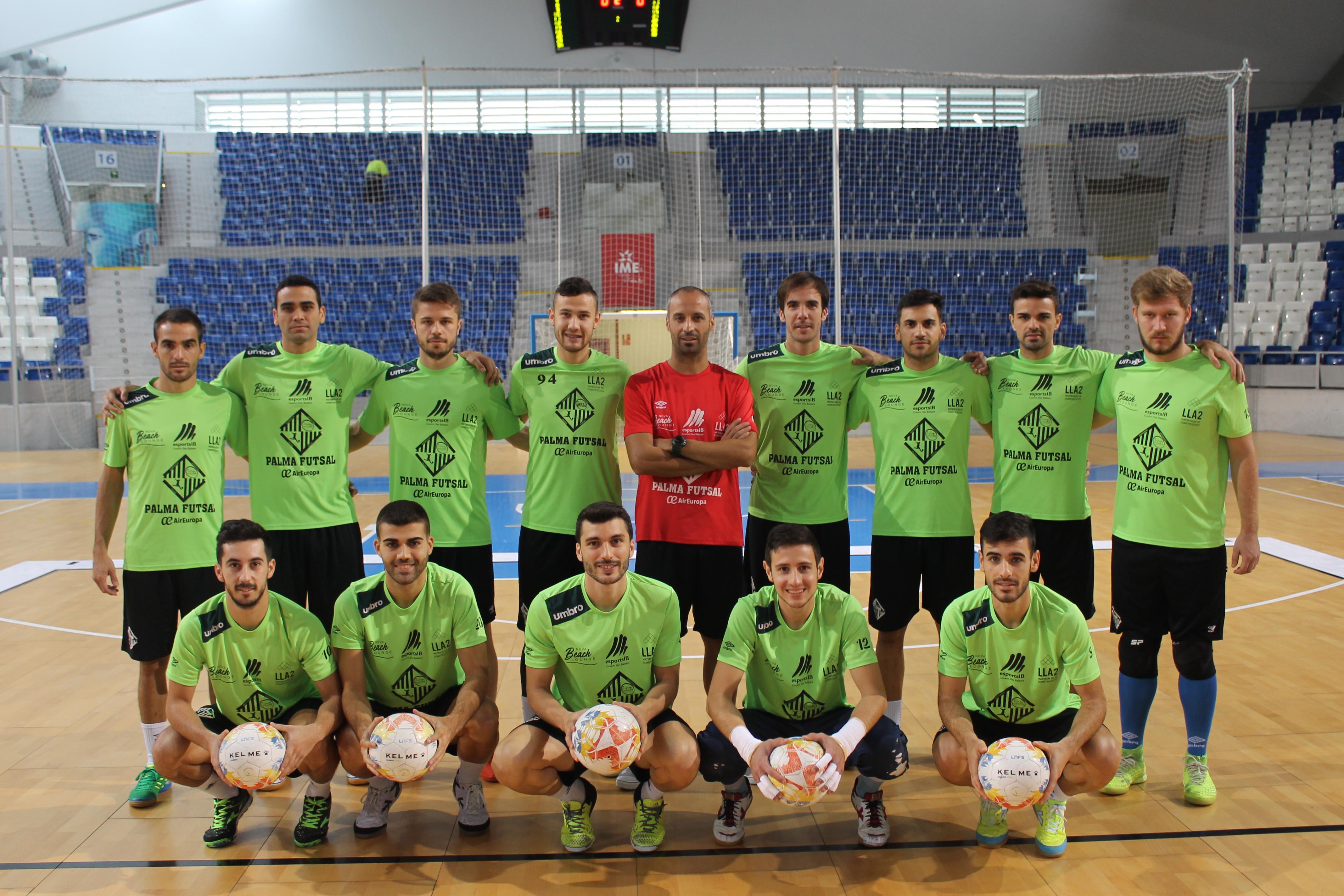 La plantilla del Palma Futsal, esta mañana, en Son Moix