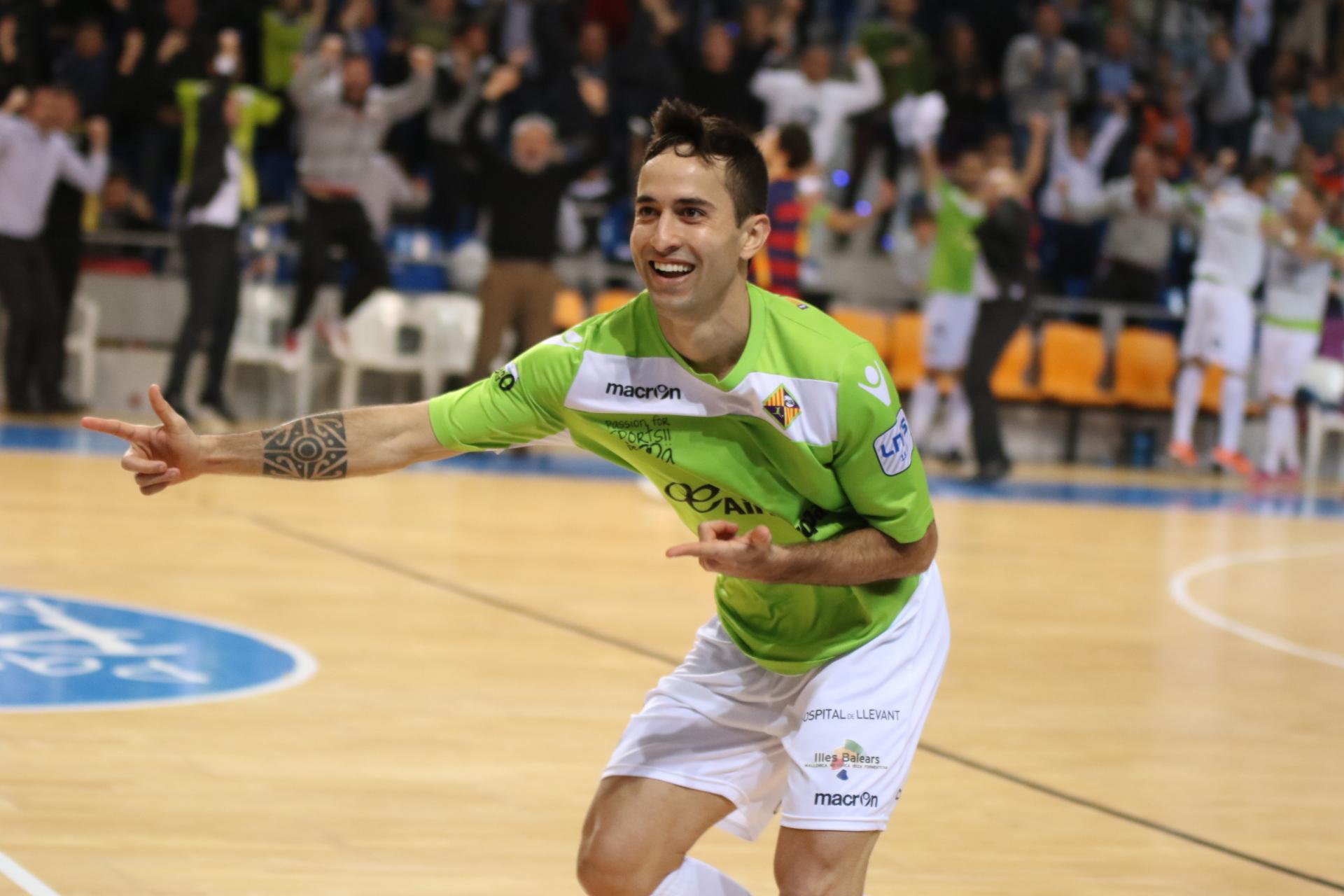 Joao celebró así uno de sus últimos goles en el Palma Futsal frente al Barcelona