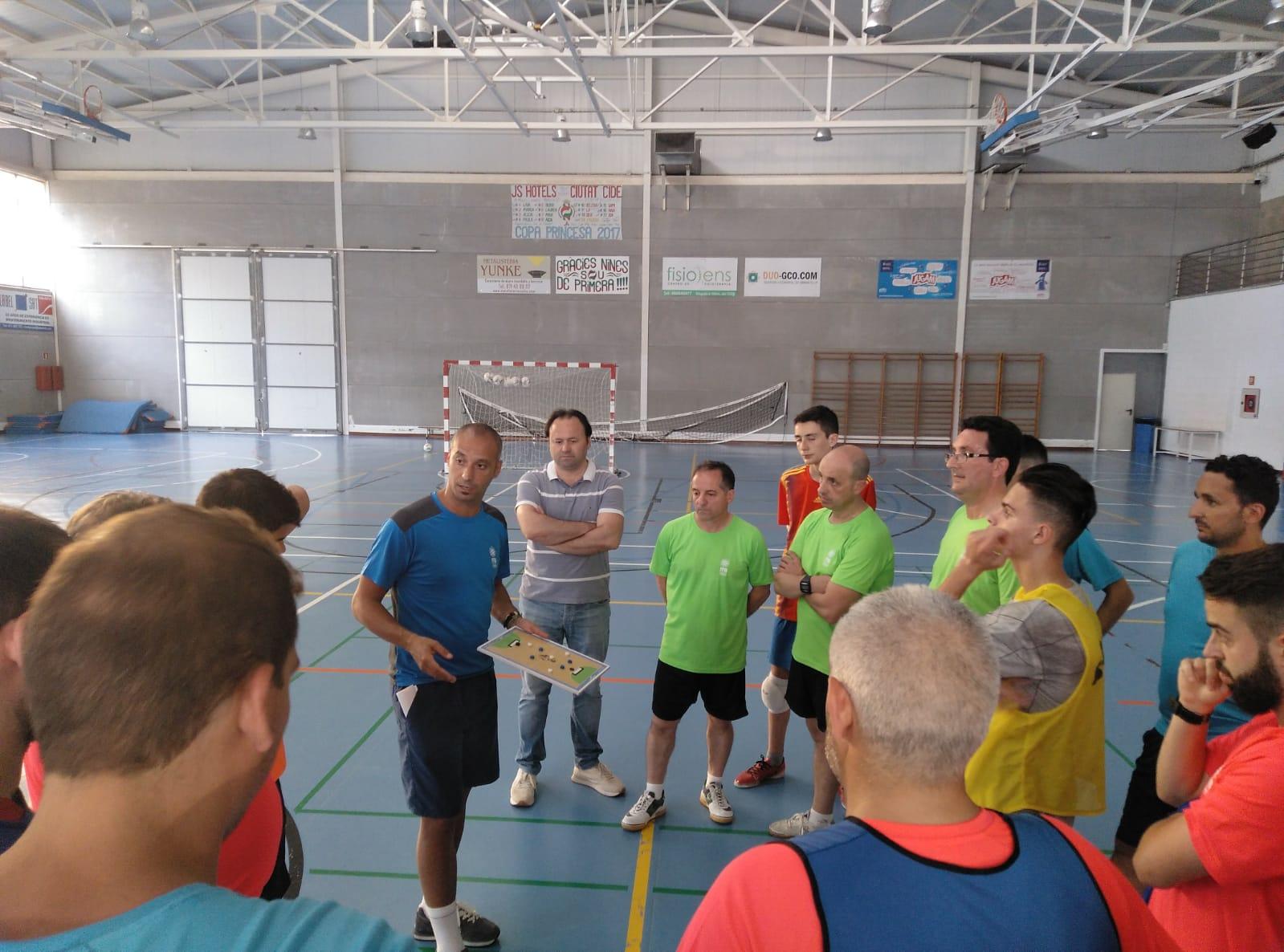 Vadillo imparte un clínic para entrenadores de fútbol sala en Mallorca (4)