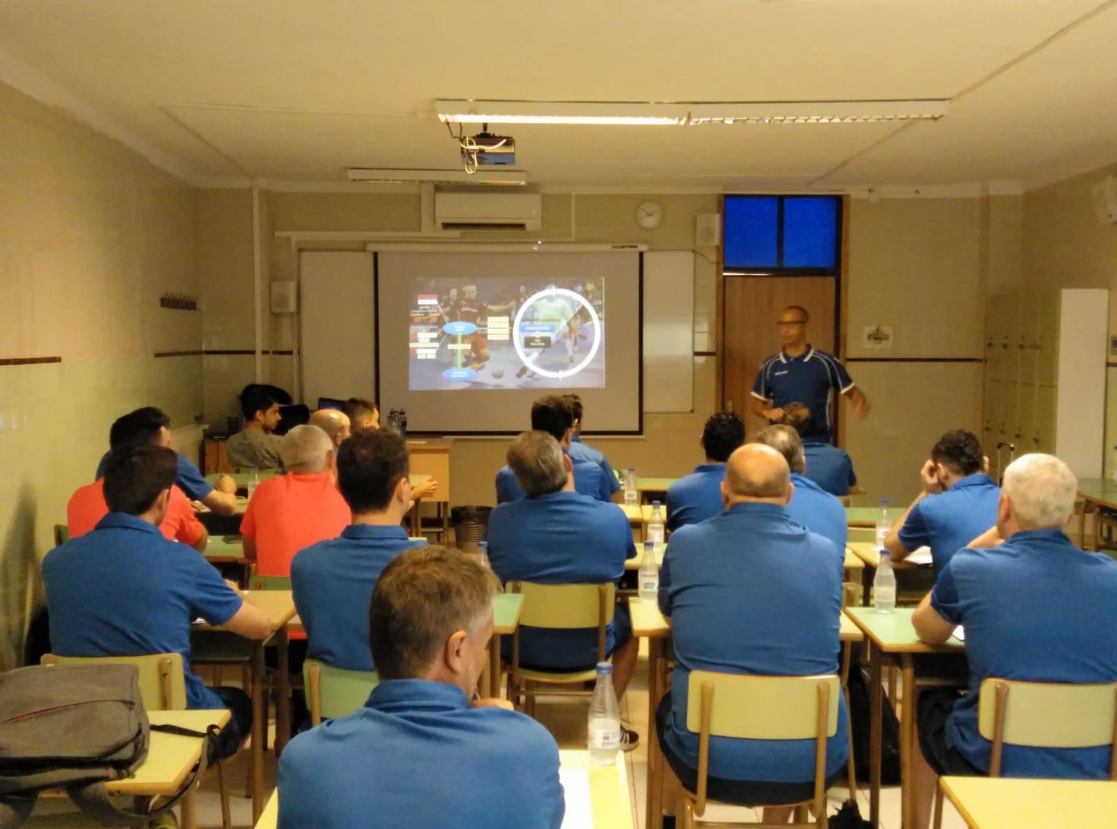 Vadillo imparte un clínic para entrenadores de fútbol sala en Mallorca (5)