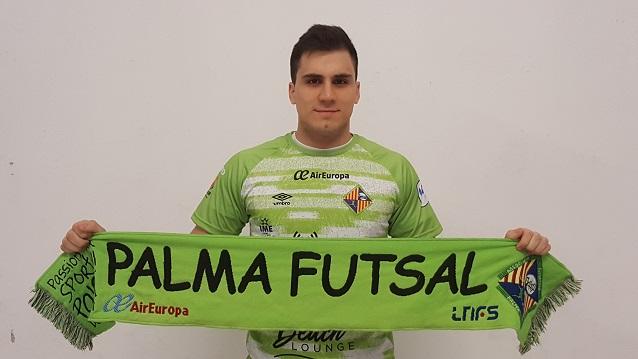 web Mati Rosa posa con la camiseta del Palma Futsal (4)