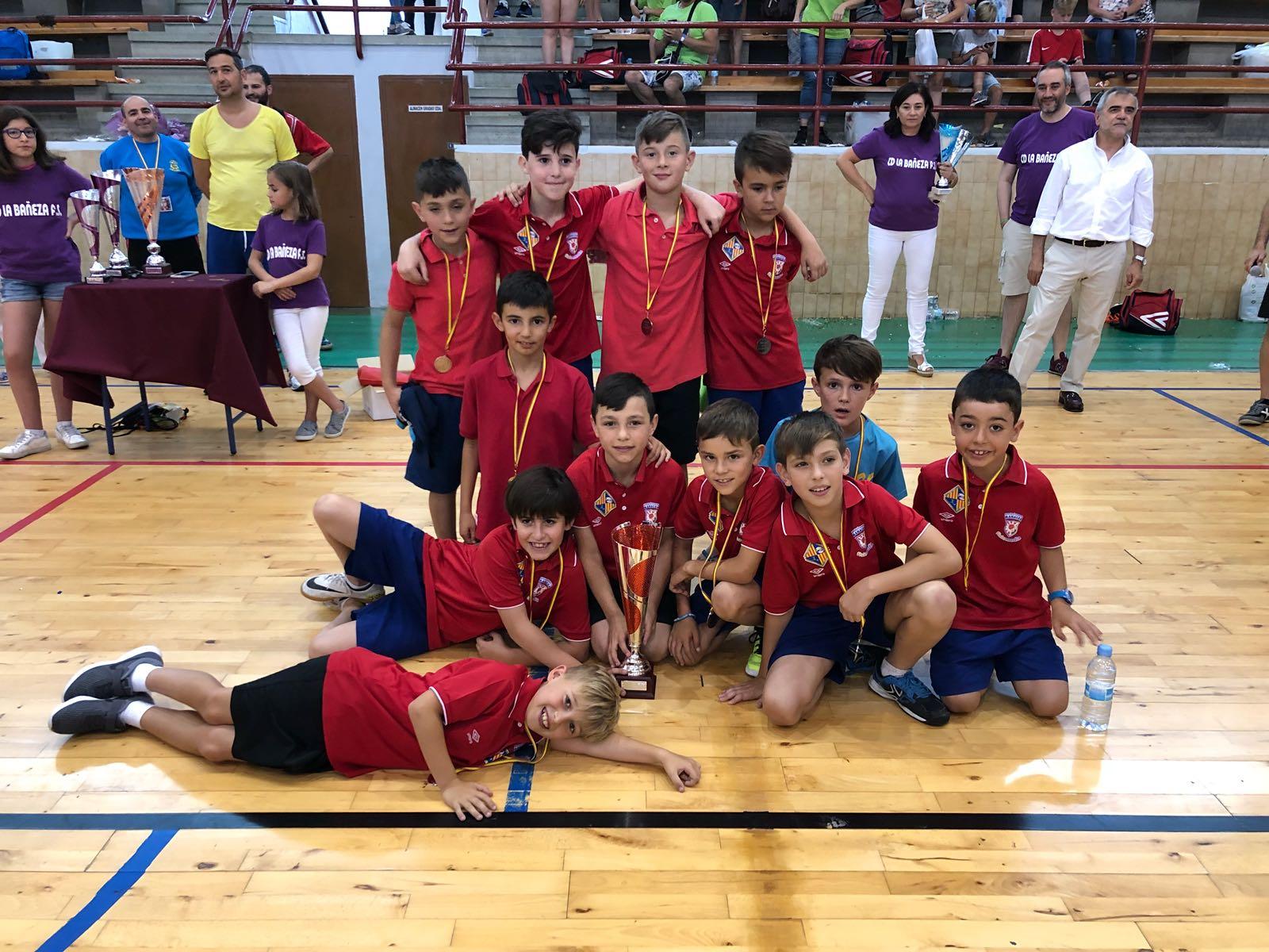 El equipo benjamín ganó el torneo de su categoría