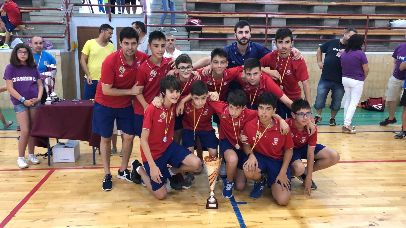 El equipo infantil ganó el torneo de su categoría en La Bañeza