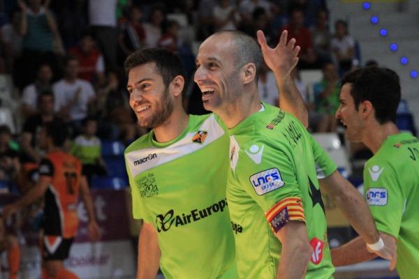 Taffy, Vadillo y Joao, de fondo, hace dos temporadas celebrando un gol