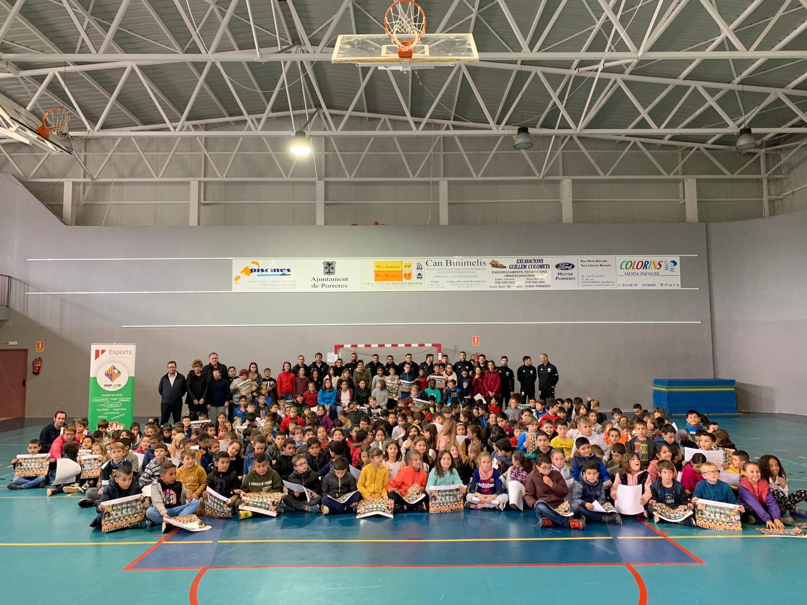 El Palma Futsal visita la Esola Nova de Porreras (2)
