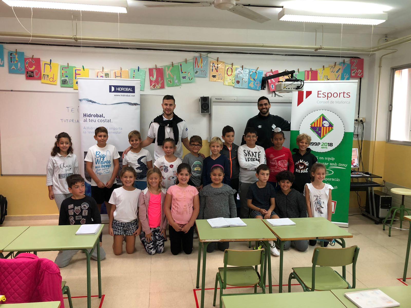 Paradynski y Tomaz visitaron el CEIP Xaloc de Paguera