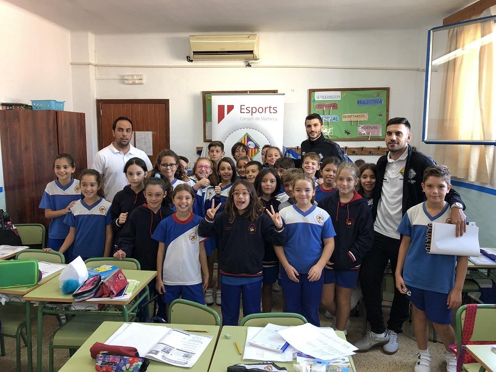 web Lolo y Diego Quintela visitaron a los alumnos del colegio palmesano Juan de la Cierva (1)