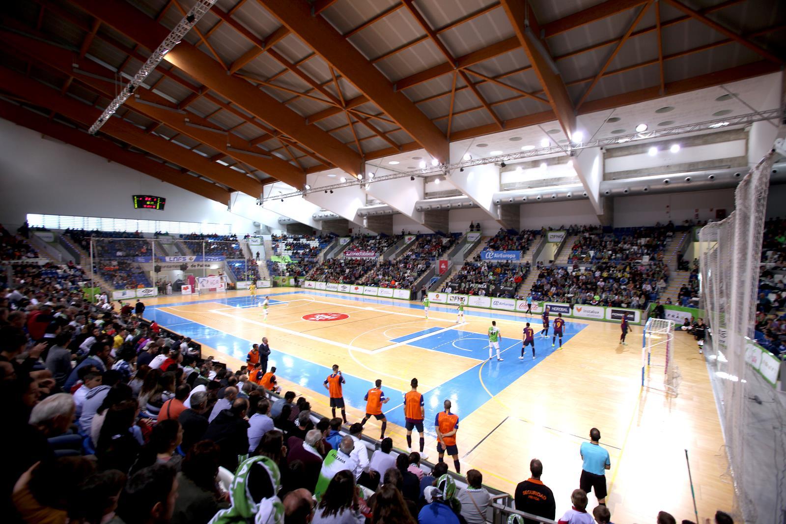Son Moix ha registrado una buena entrada y mejor ambiente (Foto: Palma Futsal)